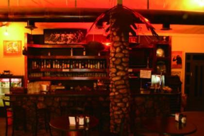 הזדמנות אחרונה לסיבוב פרסה, הצ'אנס האחרון מסעדה, צומת אלמוג